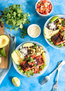 Chili Lime Grilled Salmon Rice Bowls www.pineappleandcoconut.com #pwssalmon